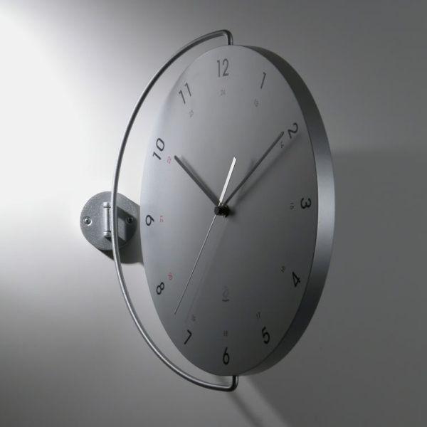 Tour orologio design a muro