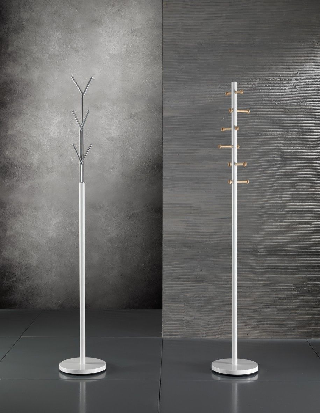 Appendiabiti da terra alanis design in metallo bianco 177 cm for Appendiabiti da terra design