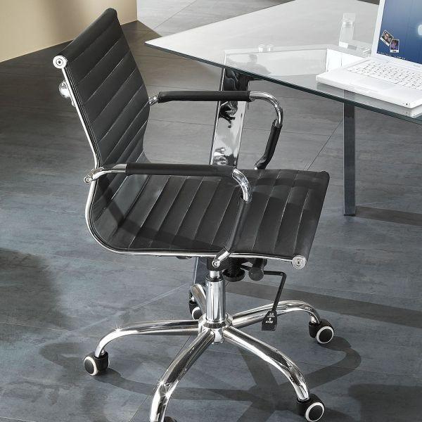 Poltrona sedia bassa per ufficio in ecopelle nera Delroy