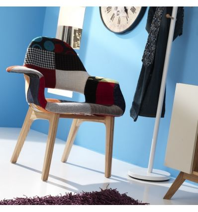 Poltroncina in tessuto patchwork con gambe in massello ColorMix