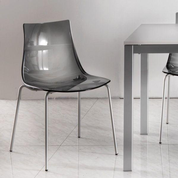 Sedia impilabile in acrilico e gambe in metallo Priscilla