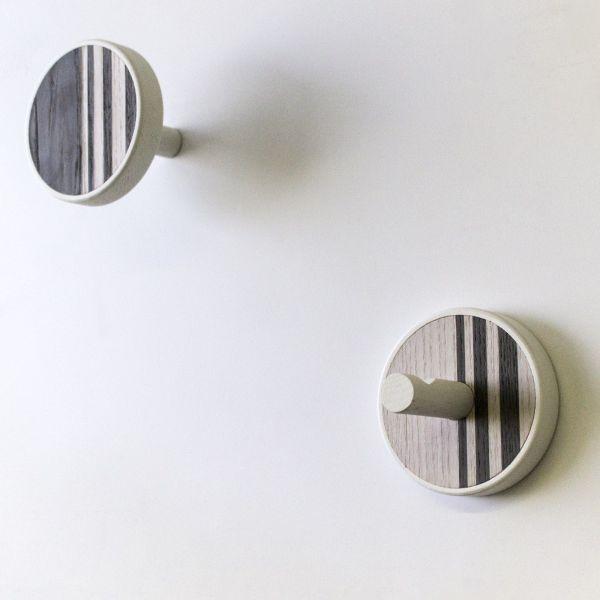 Coppia appendiabiti design moderno in legno massello Vertical Cold