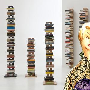 Libreria a colonna per arredare piccoli spazi